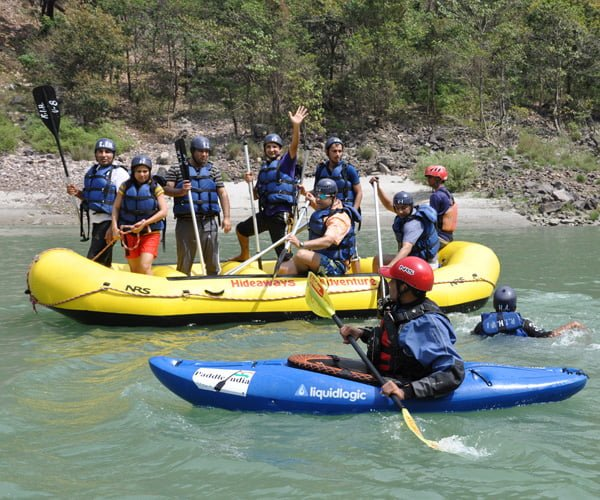 a six person group while river rafting