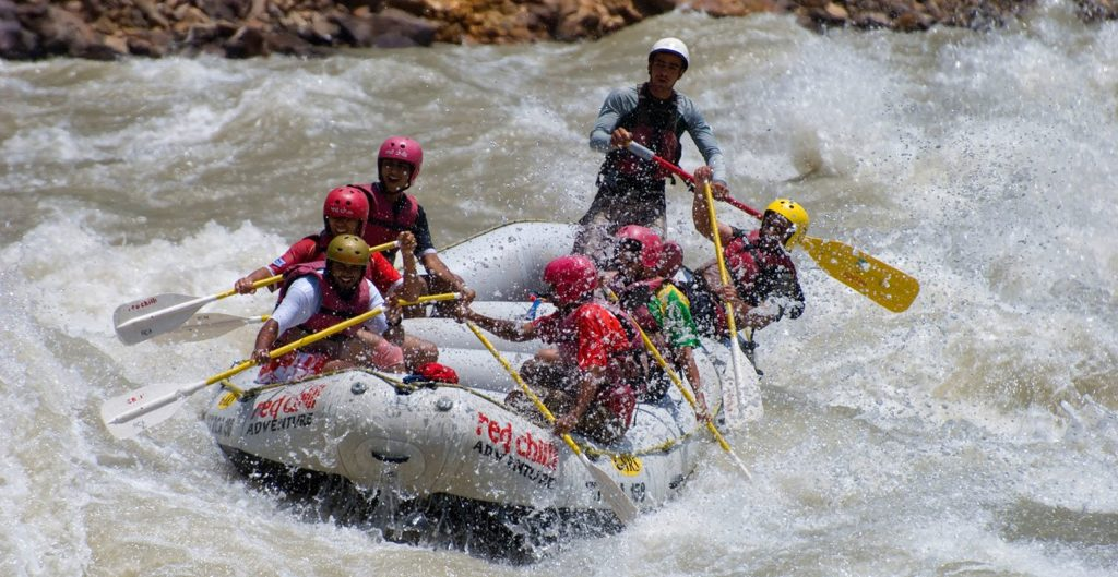 A 6 person group while river rafting in Rishikesh
